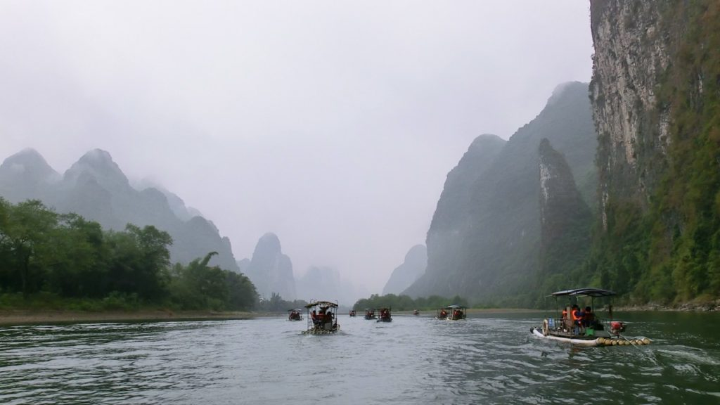 River Li cruise in the mist