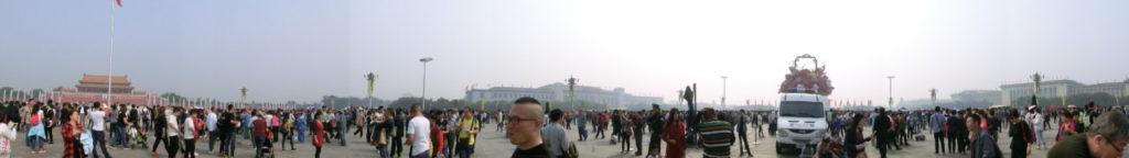 Auf Chinesisch heißt der Platz Tiananmen