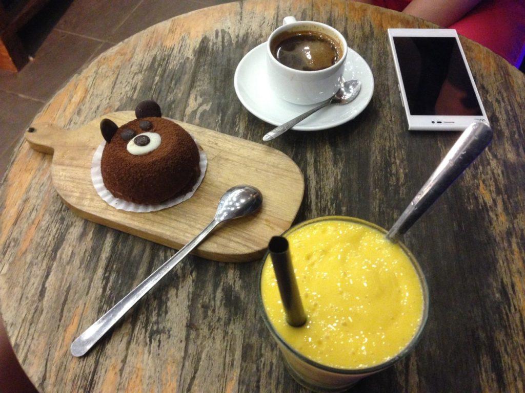 Achso, und leckere Desserts und Smoothies gab es hier auch... ;-)