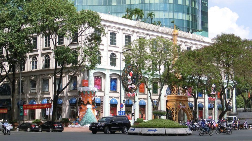 In Saigon wurde schon die Weihnachtsdeko ausgepackt als wir da waren