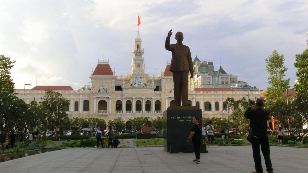 People's Committee Building und Statue von Onkel Ho