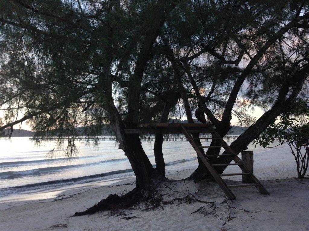 So ein Baumhaus am Strand ist ein toller Ort für ein Nachmittagsschläfchen